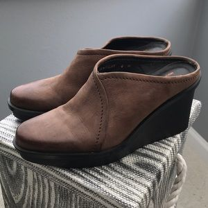 DONALD PLINER  brown leather size 6 MULES